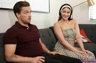 Монахиня сосет и мастурбирует ладонями гигантский член женатого мужика