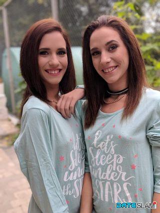 Красотки снимают эротические фото в нижнем белье для поклонников на сайте