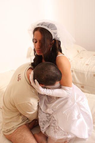 Свидетель пихает раком в чужую невесту большой елдак и кормит ротик спермой