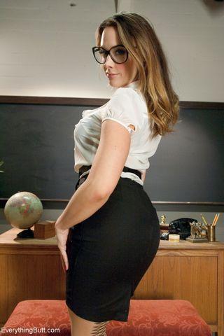 Учительница отшлепала двух студенток по попке рачком в аудитории